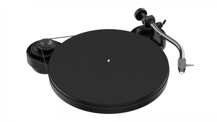 Pro-Ject RPM 1 Carbon - Gloss Black w/ Sumiko Rainier